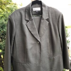 Travis Ayers Women's Suit Size 24